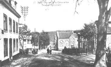 Le temple Antoiniste et à droite, l'avenue Antoine Pottier.