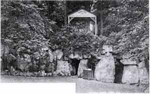 Barisart : le pavillon et la grotte.
