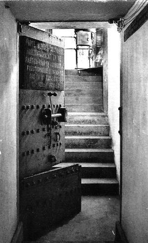 Couloir d'accès à l'abri via le sous-sol du château