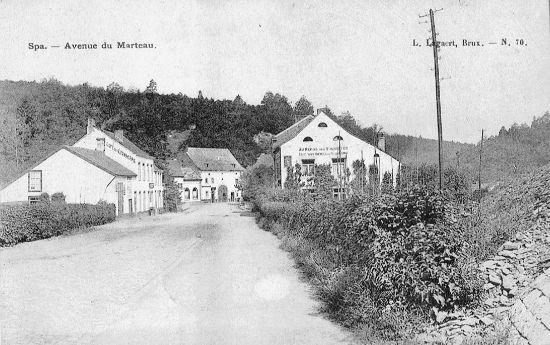 1920 : l'ancien tracé de la route et les 3 cafés (carte postale)