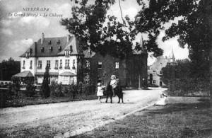 L'avenue du Château en 1925 (carte postale collection Marc Hans)