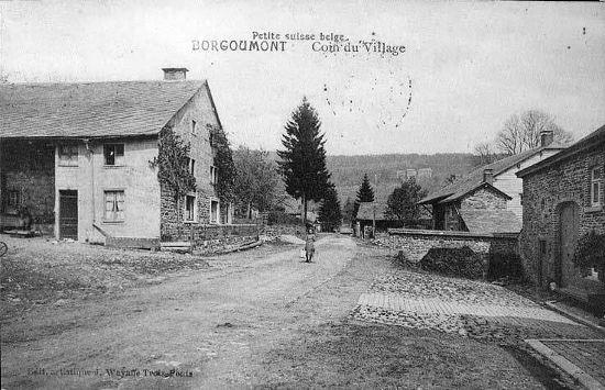 Carte postale : 1920 : le centre du hameau de Borgoumont