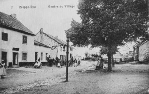 1909: Le centre du village de Creppe, à gauche le café (avec salle) Ansay (carte postale - Fonds Body)