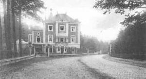 """Château du Marteau, acheté par William Cockerill en 1809, il fut démoli en 1942. Situé à l'emplacement actuel du magasin """"Hubo"""" anciennement """"SPABOIS"""""""