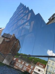 La pyramide de verre du pouhon Prince de Condé.