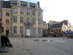 La rue Delhasse rénovée en 2013 - l'Hotel Bourbon rénové et transformé en logements sociaux.