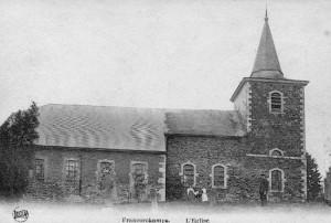 1900: l'église Saint Georges de Francorchamps ceinturée par le cimetière (C.P.)