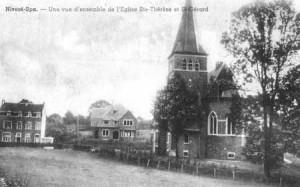 1950 : l'église Ste-Thérèse et St Gérard avec son presbytère (carte postale collection C. Bas)