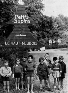 Des pensionnaires du home « Les Petits Sapins », à l'entrée du domaine (Extrait de « Notre Dame de Lumière », Abbé Froidure)