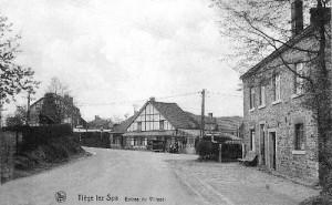 1930 : Entrée du village de Tiège, via  la route venant de Spa (carte postale)