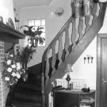 une magnifique cage d'escaliers en bois
