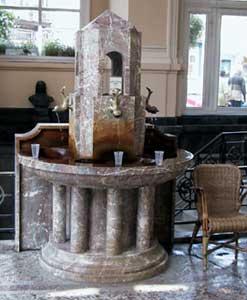 L'ancienne fontaine du pouhon Pierre Le Grand.