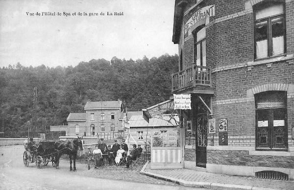 1910: la seconde gare de La Reid et à l'avant-plan l'hôtel de Spa (café-restaurant-pension)