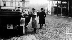 3 avril 1919 : Le général von Hammerstein et le baron Langwerth devant la gare de Spa (photo collection Fonds Body)