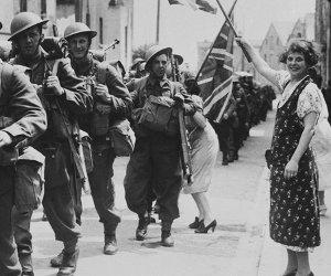18 juin 1940 - Soldats canadiens après le débarquement en France.