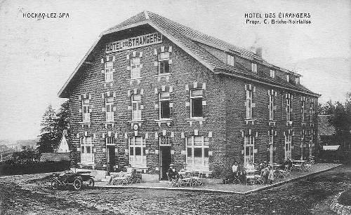 1927: L'hôtel des Etrangers, dénommé de nos jours l'hôtel Beau-Site (carte postale) La société d'agrément de la jeunesse de Hockai-Baronheid (appelée début du 20e siècle «La Fraternelle», puis par la suite «La Fraternité») y eut très longtemps son local avant la construction de la salle en 1973.