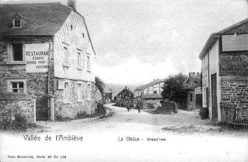Carte postale1910 Grand'rue: A gauche, l'hôtel des Ardennes de la famille Delvenne