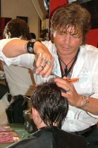 Jean-Louis Fyon dans sa fonction de coiffeur.