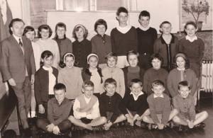 1965 : Classe de Monsieur Micha (photo collection Ivan Gernay) M. Compère, Ma. Michel, M. Dambourg, N. Godart, D. Paquay, D. Fiolle, E. Jérôme, M. Bourguet, G. Williquet C. Gernay, C. Nondonfaz, D. Pottier, J. Dumont, A. Jérôme, Mo Michel, A. Servais A. Adam, A. Verlaine, J. Williquet, E. Collard-Bovy, A. Micha, D. Hans
