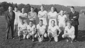 1970 : équipe des vétérans nivezétois  (photo collection Josette Counet) G. Gaspard, J. Quoidbach, F. Parotte, M. Michel, R. Michel,    ?   , J. Micha, P. Helman C. Herman, J. Moureau, V. Bastin, A. Counet, D. Counet