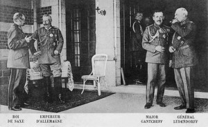 1918 : Sur la terrasse du château du Neubois, résidence du Kaiser (carte postale)
