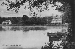Carte postale de 1930, Le Chalet du Lac (à gauche) et l'Hôtel du Lac (à droite)