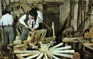 Atelier d'un charron au début du siècle dernier