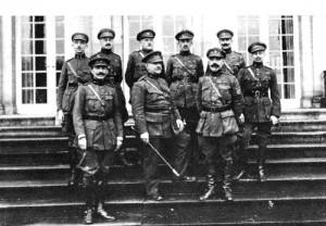 1918 : La mission belge, dirigée par le général Hector Delobbe, pose devant la Fraineuse  (photo collection Musées de la Ville d'eaux-Spa)