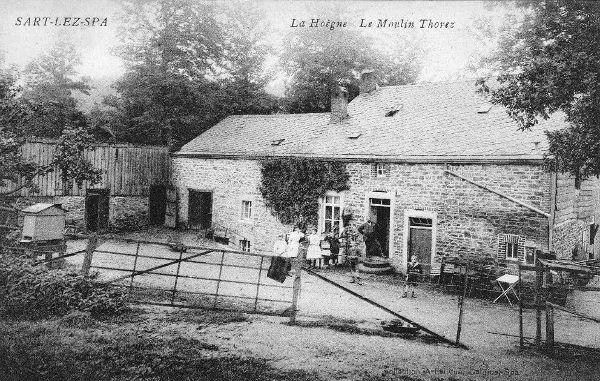 1900 : Le moulin Michel Thorez, construit en 1850, situé le long de la Hoëgne, au pied de Solwaster. Il fut reconstruit suite à un incendie en 1908.(carte postale)