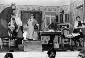 Nivezé en 1957: La troupe l'Aurore joue «Mi feume est conseiller» (photo collection J. Counet)Léon Paquay, Paul Jérôme, Vincent Wuidart, Pierrot Bertholet, Ghislaine Sody, Angèle Delvoye
