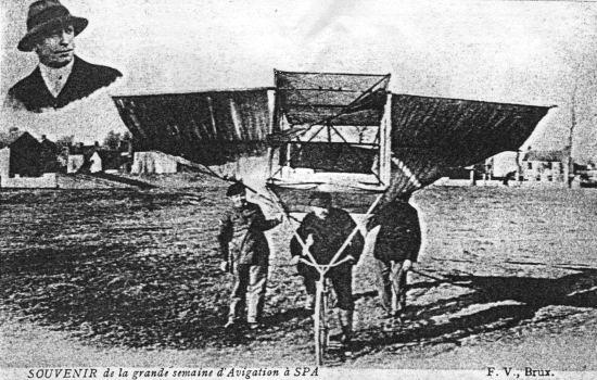 1909: M. Spoo manœuvre un ornithoptère qu'il avait assemblé de toutes pièces (CP)