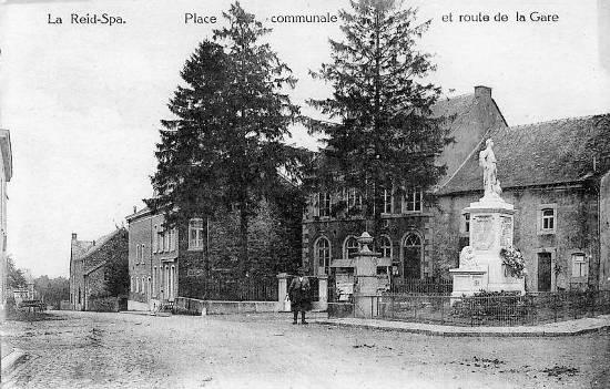 1922 : La maison communale, le monument aux morts et une des 3 fontaines de La Reid