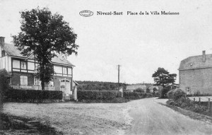 1933 : à droite, la ferme de Fernand Jérôme (carte postale collection M. Hans)