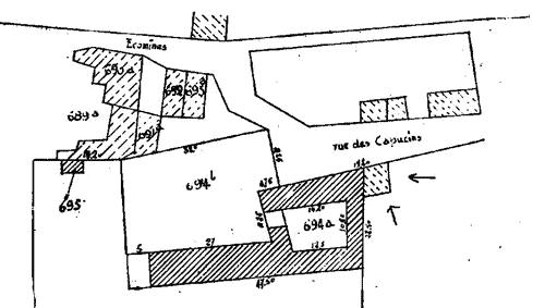 Sur le plan, les flèches indiquent la maison de M. Schoonbrodt, en hachuré les restes du couvent en 1860 avec la cour (694a), l'église abattue devenue jardin (694b).