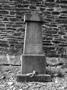 La stèle de la famille Krins au cimetière de Spa, dans l'allée n°5, côté Sol Cress.