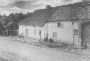 1840 : la première école de Nivezé se trouvait rue Large Voie (carte postale)