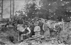 1916: terrassiers sur le chantier de la route Creppe-Winamplanche  collection M. et Mme Dohogne)