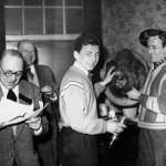 Remise de Prix : on reconnaît de gauche à droite : Georges Barzin, M. Marchand, Jacky Thonnard et Jacky Bihin