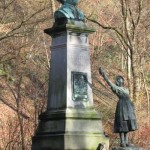 Statue de Meyerbeer dans le parc de sept heures dans le golf miniature.