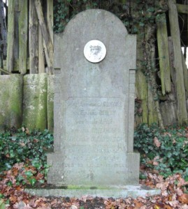 Stèle située à l'entrée de Vertbuisson en venant de La Reid En plus des 5 noms, le texte suivant est gravé :  « En reconnaissance à nos libérateurs tués ici le 28-12-1944. Les habitants de Vert-Buisson »