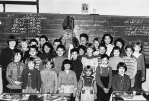 Les élèves de l'école communale de Desnié en 1960