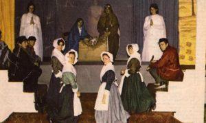 1967: le dimanche 8 janvier: les Creppelains viennent s'agenouiller devant le Messie A l'avant-plan: Christiane Rossinfosse, Simone Legrand, Mimie Legrand, Monique Langen