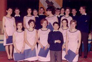 La Chorale «Les Triolets» 1966: A Concordia, concert pour la Ligue des Femmes (photo collection J. Duysinx) J. Duysinx, J. Valière, B. Schmitz, R. Gérard, J.-M. Lelotte, M.   ?   , J.-L. Lodomez, J. Tefnin, G. Jérôme, J. Riga, R. Duysinx C. Lignoul, A. Legros, C. Valière, M. Schmitz, M.-L. Pirotte, C. Lenain