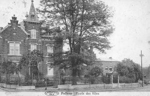 Carte postale: 1920: l'école des filles
