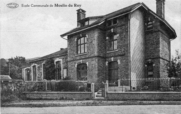 Carte postale : 1920 : l'école communale de Moulin-du-Ruy