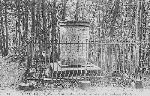 Carte postale : Monument élevé à la mémoire de la duchesse d'Orléans