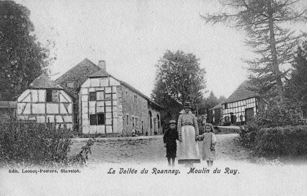 Carte postale : 1890 : à droite la ferme-café André