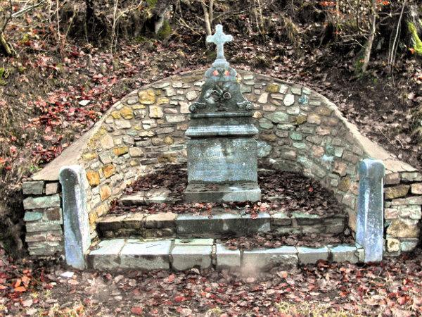 Stèle à la mémoire de Marcel Rixhon et Armand Xhrouet