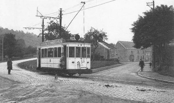 Carte postale: 1920: le tram à l'arrêt de Polleur-Centre